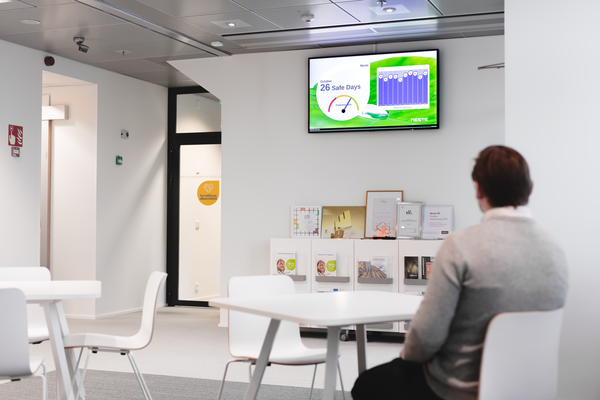 Valotalive workplace digital signage software offers the ability to follow your business and production KPIs in real time